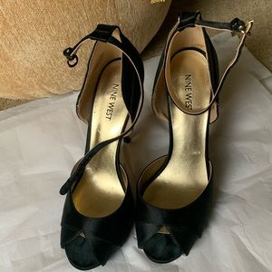 Stunning NINE WEST black satin sandals size 7.5